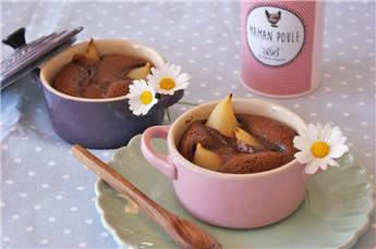 Chocolate cake and mini pears refreshed in pear brandy – by Afternoon tea