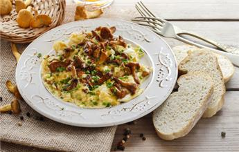 Omelette with Girolles