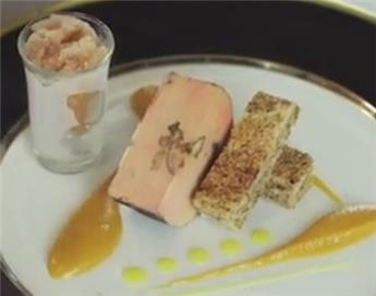 Heart of smoked salmon and shortbread with Espelette pepper